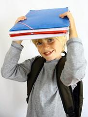 écolier avec ses cahiers