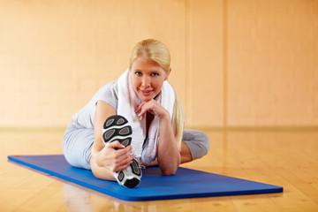 Aufwärmübung im Fitnessstudio