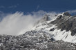 Berge mit Schnee und Nebel