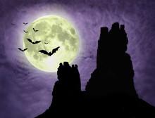 Paysages mystérieux avec la pleine lune, les chauves-souris et les ruines