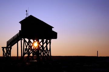 Sonnenaufgang im Pfahlbau