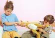 Leinwanddruck Bild - Zwei Kinder streiten sich