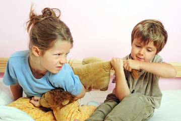 Streitende Geschwister