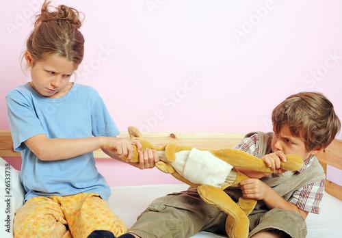Leinwanddruck Bild Zwei Kinder streiten sich