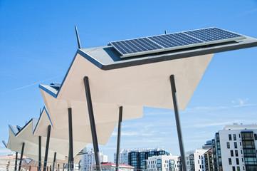 Panel solar en la ciudad