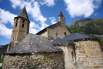 Iglesia y panoramica de Salardu