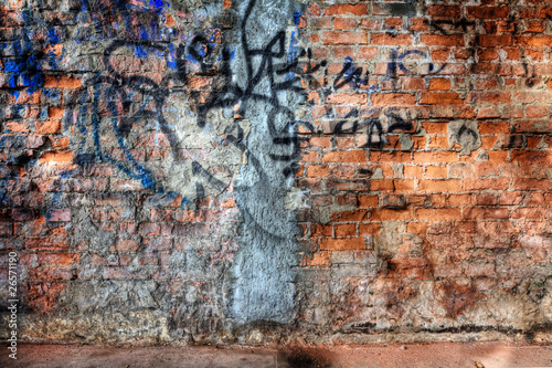 old wall with grafitti - 26571190