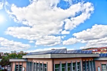 pannelli fotovoltaici su una casa