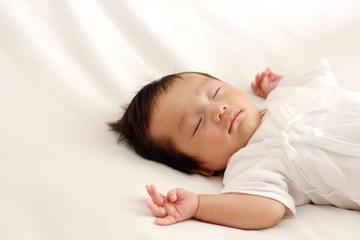 生後2ヶ月の寝ている赤ちゃん