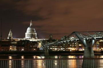 Saint Paul e Millenium Bridge
