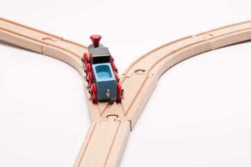 Eisenbahn auf Weichen nimmt linken Weg