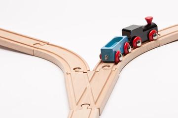 Eisenbahn auf Weiche nimmt den rechten Weg