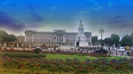 Traffic at Buckingham Palace with blue sky in slow motion