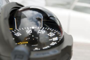 Kompass einer Segeljacht