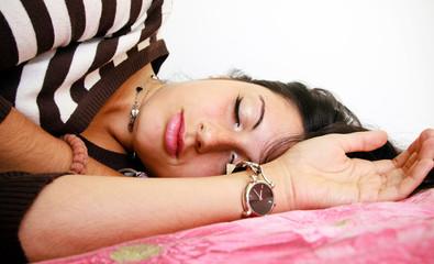 giovane donna dormendo
