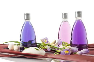 Beautyset mit Seife und Shampooflaschen