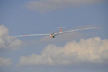 Segelflugzeug bei der Landung