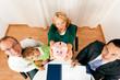 Familie mit Berater - Finanzen und Versicherung