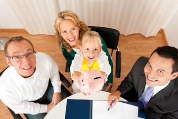 Familie mit Berater - Finanzen und Steuer