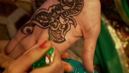 Hand, Henna Bemalung (Hochzeitsritual)