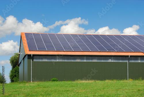 Photovoltaikanlage auf Hallendach