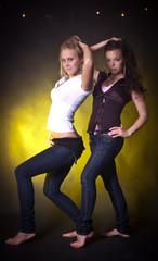 zwei hübsche Mädchen