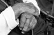 Hände einer Frau, die 96 Jahre alt ist