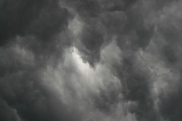 nuvole nel cielo plumbeo