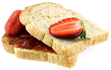 tartine à la confiture et aux fraises