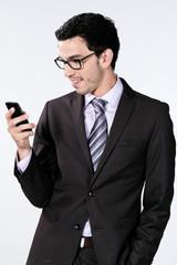 homme d'affaire caucasien / européen téléphone portable
