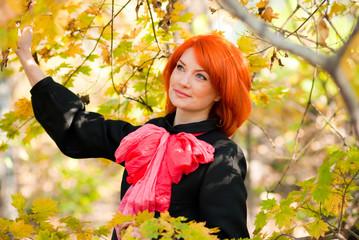 рыжеволосая красавица в красках осени