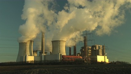 Kraftwerk in der Sonne