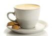 kaffee in einer weissen tasse mit amarettini