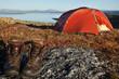 Wanderschuhe vor dem Zelt