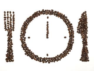 orologio con posate fatto con i chicchi di caffè