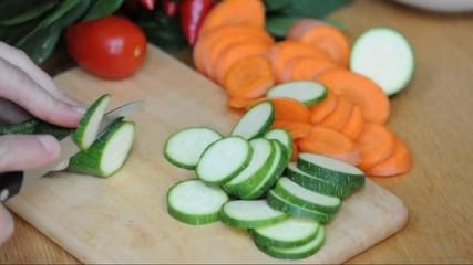 Zucchinis schneiden