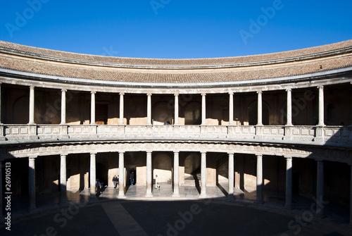 Leinwanddruck Bild Interior del Palacio de Carlos V