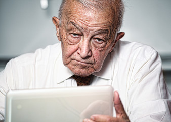 old man use pc