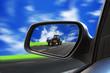 trattore riflesso nello specchio retrovisore