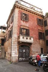 Palazzo tipico di Trastevere a Roma