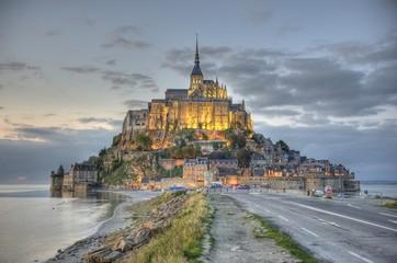 Mont-Saint-Michel de nuit en HDR