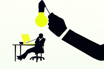 Ideas(empresaria iluminada por una idea) fondo blanco