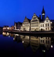 Anochecer reflejado en Gante