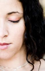 jeune femme zen maquillée