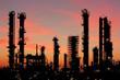 Raffinerie bei Heide in Schleswig-Holstein bei Sonnenuntergang