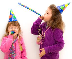 bambine che giocano ad una festa