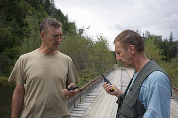 Hikers check the operating status of walkie-talkie