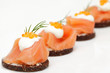 Canapes mit Lachs und Kaviar - 27056552