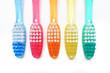 Fünf farbige Zahnbürsten