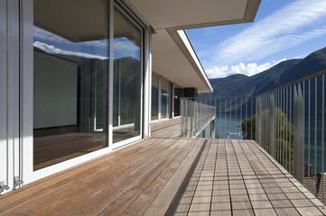 grande terrazza di legno